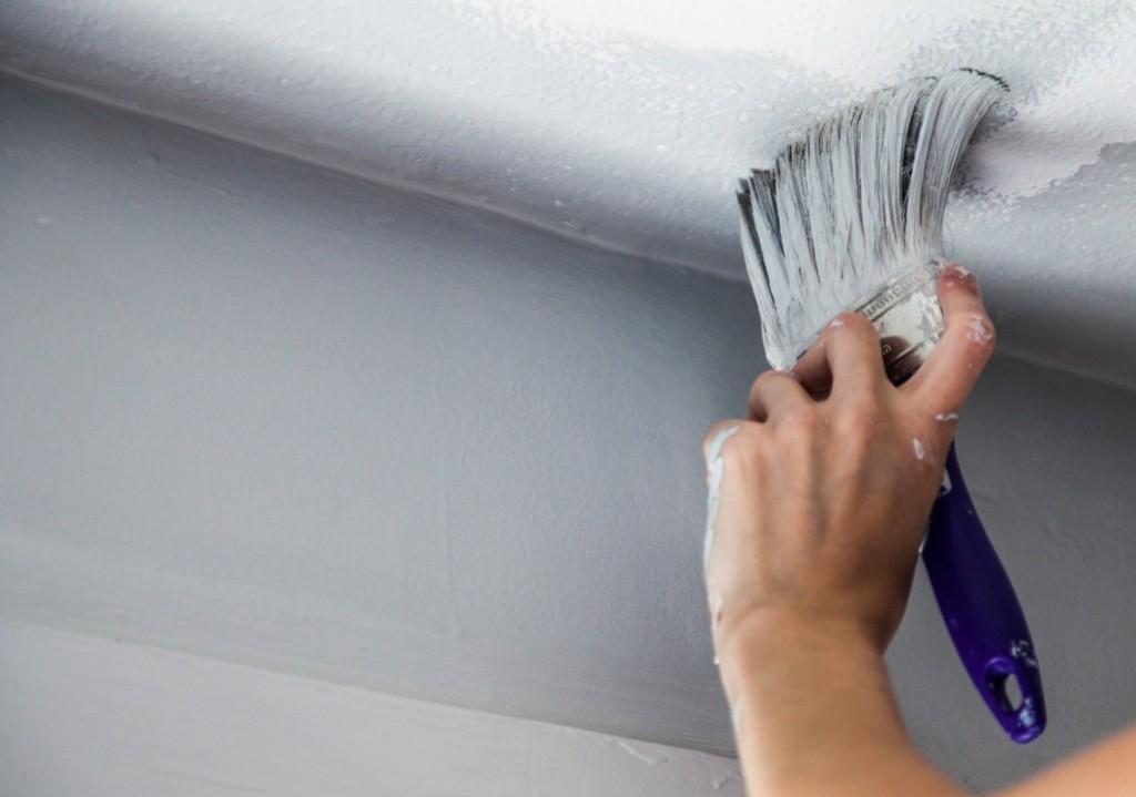 покраска потолка своими руками