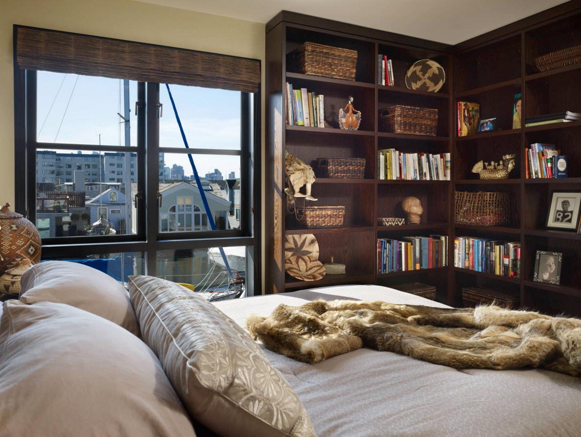книжная полка в спальне фото